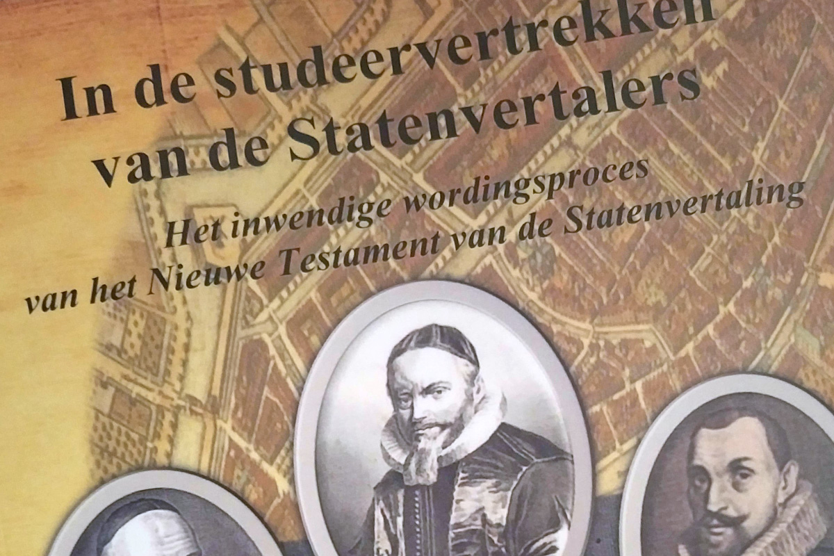 "Cover of thesis ""In de studeervertrekken van de Statenvertalers"" by Dirk Jan de Kooter"